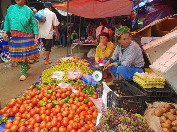 Chợ Phiên phố cổ Đồng Văn