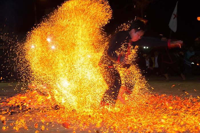 Lễ hội nhảy lửa ở Hà Giang thường được tổ chức vào cuối năm