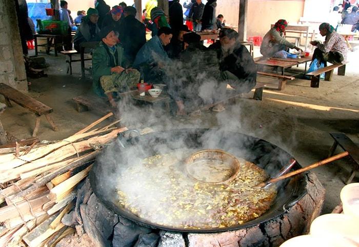 Thắng cố - món ăn không thể bỏ qua ở chợ phiên Mèo Vạc