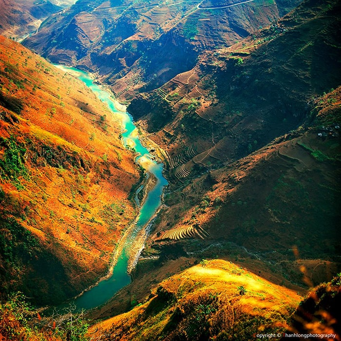 Sông Nho Quế dưới chân đèo Mã Pì Lèng