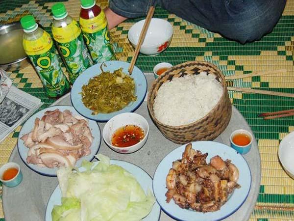 Lợn bản ăn với cơm nếp Tan