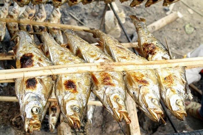 Món cá nướng của người Thái ở Lai Châu