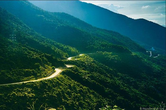 Đèo Cù Mông (Bình Định - Phú Yên) nhìn từ xa