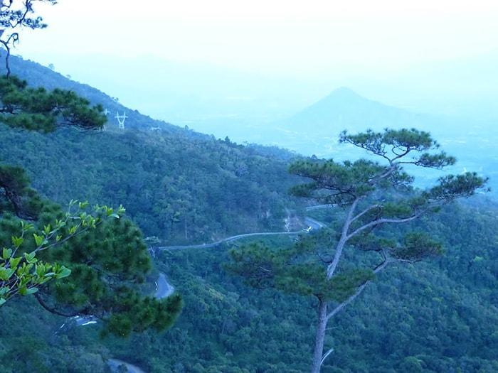 Đèo Ngoạn Mục nối liền tỉnh Ninh Thuận với Lâm Đồng