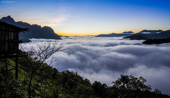 Biển mây bồng bềnh trên đỉnh Ô Quy Hồ