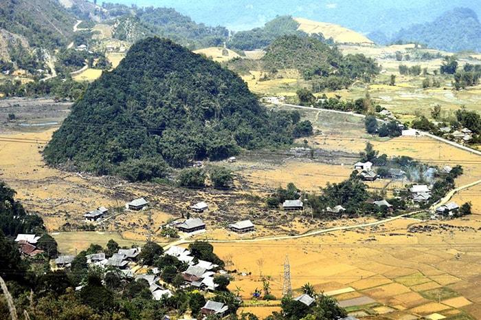 Bản làng ven đèo Thung Khe