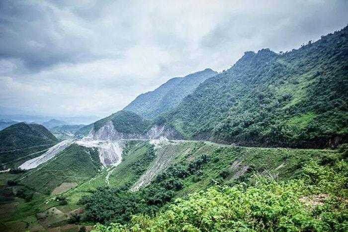 Đèo Thung Khe nhìn từ xa