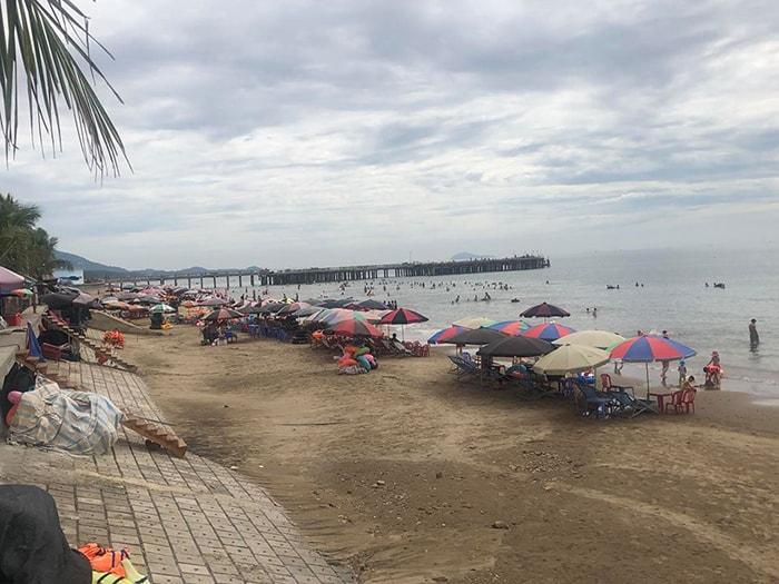 Bãi biển Hải Tiến còn hoang sơ
