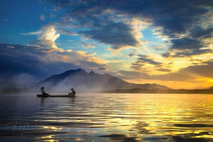 Hoàng hôn trên hồ ở Đồng Mô, Sơn Tây