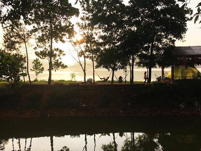 Chiều hoàng hôn ở My Hill, hồ Đồng Quan