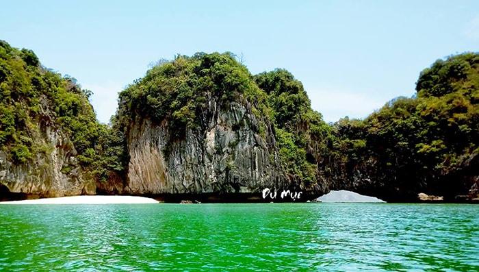 Bãi tắm tuyệt đẹp ở đảo Cát bà