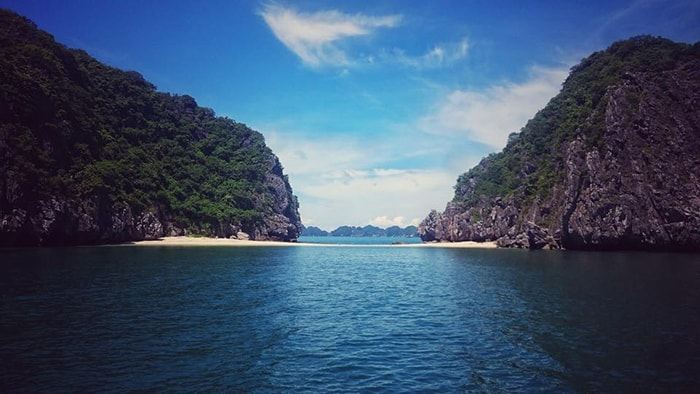 Du lịch biển Cát Bà thăm vịnh Lan Hạ