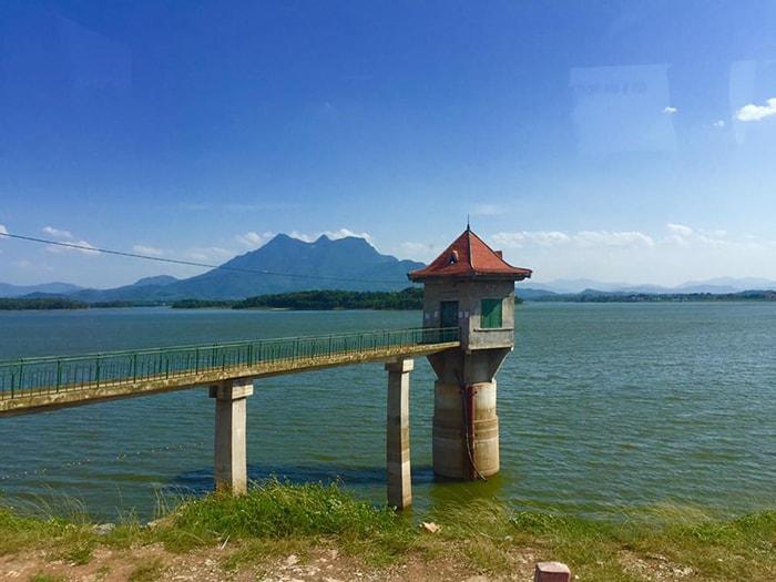 Hồ Suối Hai là địa điểm cắm trại cuối tuần khá gần Hà NỘi