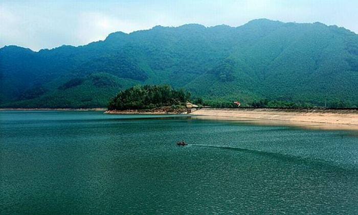 Hồ Thanh Lanh là địa điểm cắm trại dã ngoại rất gần Hà NỘi