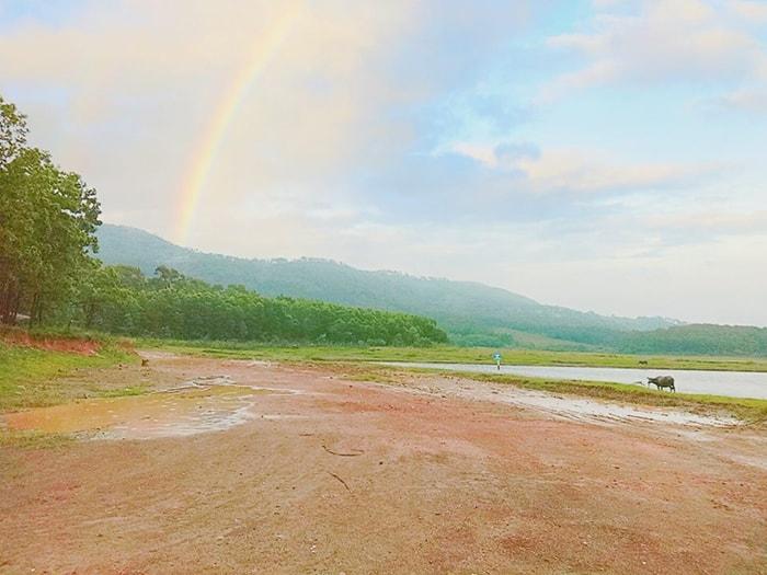 Khung cảnh tuyệt đẹp ở hồ Yên Trung sau cơn mưa
