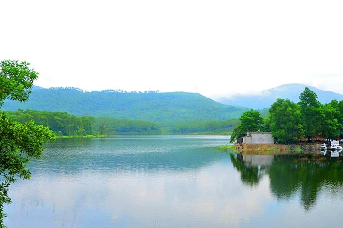 Cảnh vật thanh bình ở Hồ Yên Trung