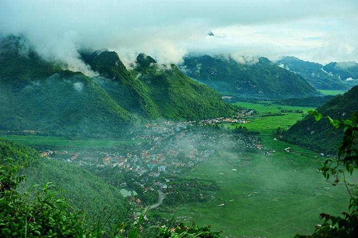 Thung lũng Mai Châu là địa điểm đi phượt ở Hòa Bình rất được yêu thích vào cuối tuần