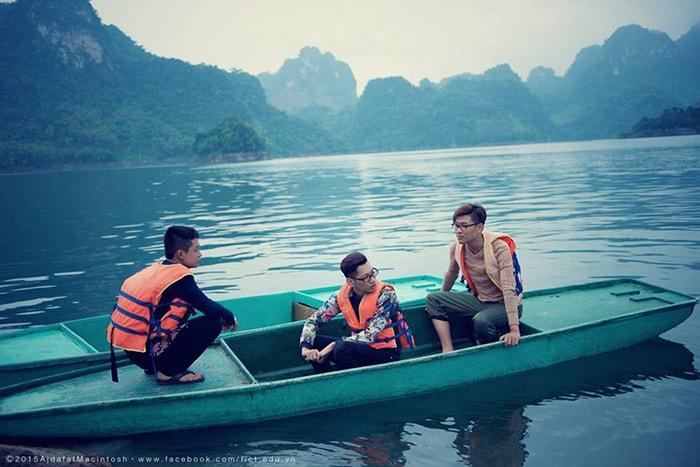 Dạo chơi trên lòng hồ Thung Nai ở Hòa Bình