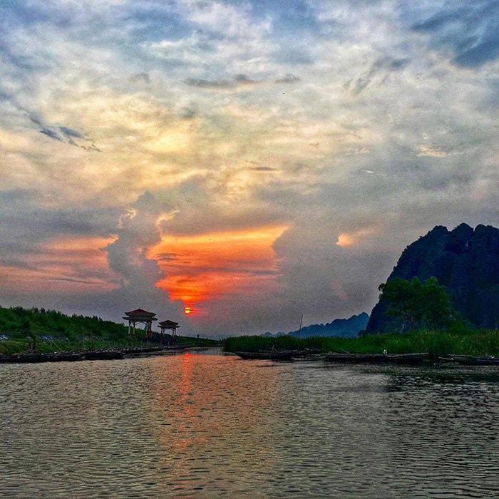 Hoàng hôn trên đầm Vân Long, Ninh Bình