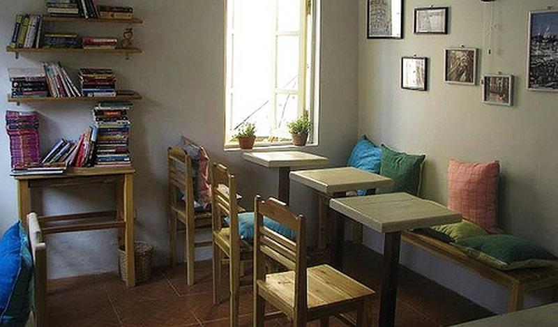 Le Petit Café Hạ Hồi