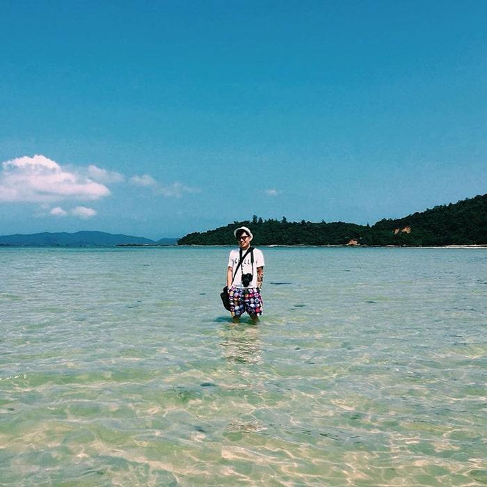 Bãi Vàn Chải trên đảo Cô Tô