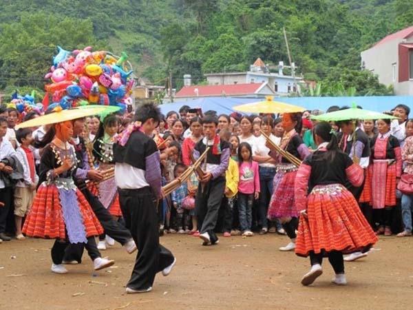 Dân phượt háo hức đi chợ tình và đón Tết độc lập cùng người H'Mông (Mộc Châu)