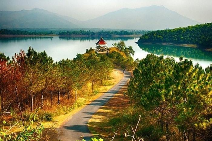 Biển hồ miền Trung vào thu