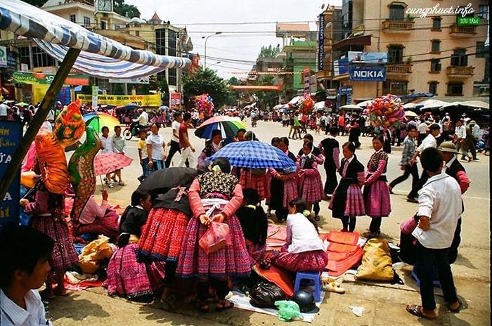 Chợ Tình và Tết Độc lập của người Mông ở Mộc Châu