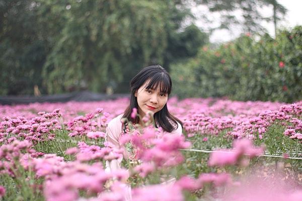 Chụp ảnh Tết ở vườn hoa bãi đá sông Hồng
