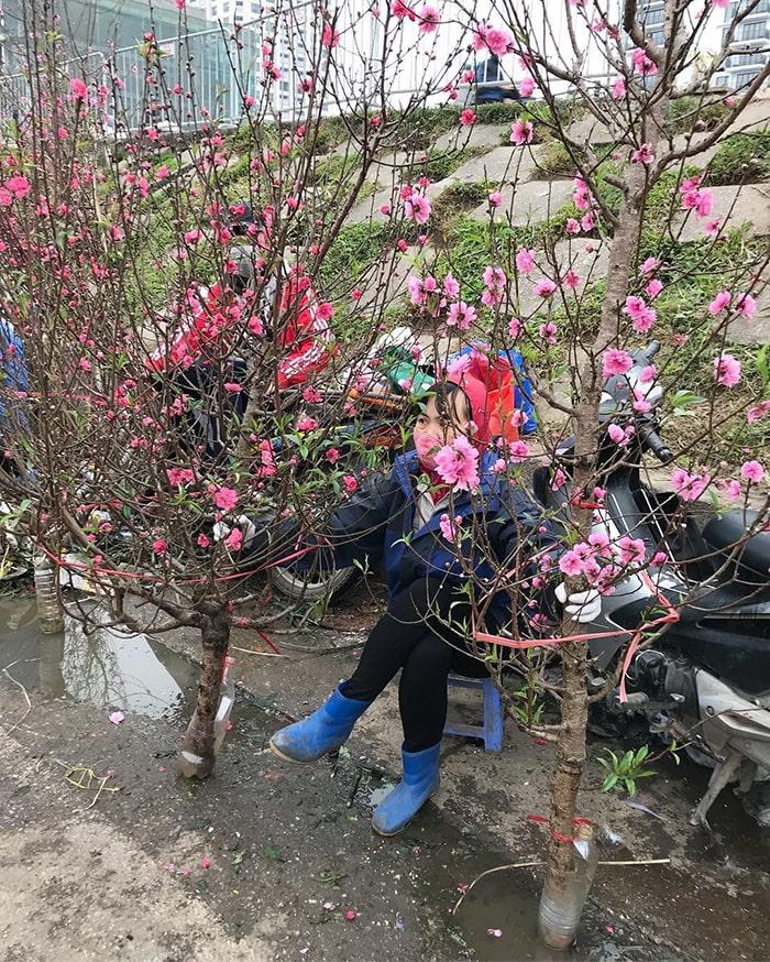 Chụp ảnh Tết ở chợ hoa Quảng Bá