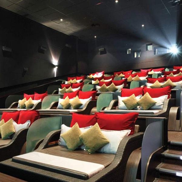 Rạp chiếu phim có ghế giường nằm ở Paris