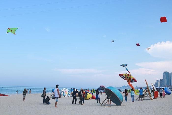 Cho bé đi du lịch biển ở Đà Nẵng