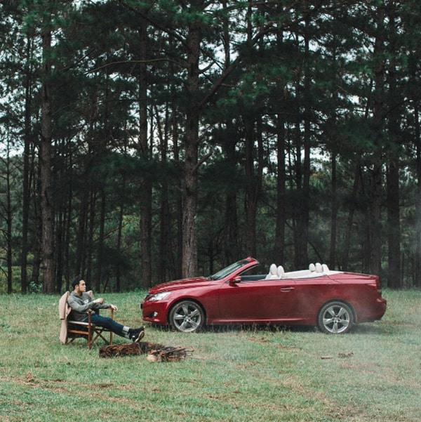 """Một cảnh trong MV """"Điều buồn tênh"""" của Quang Vinh"""