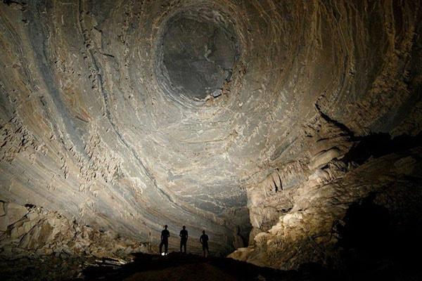 Hệ thống hang Tú Làn