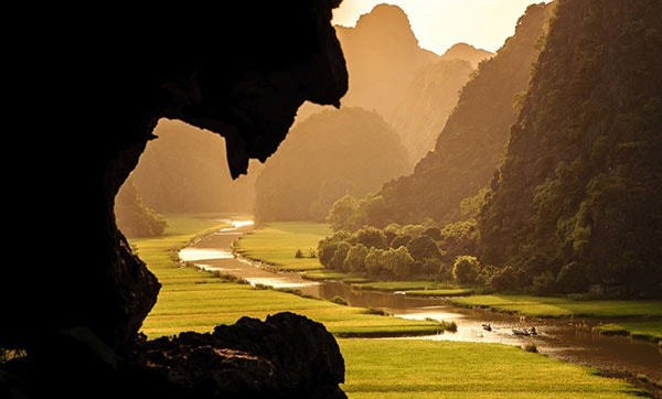 Thung lũng bên trong quần thể danh thắng Tràng An