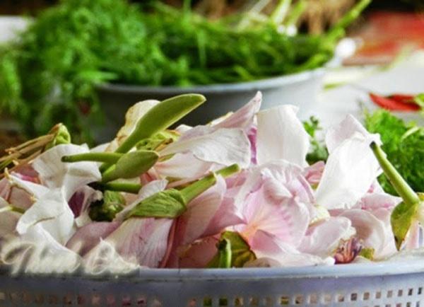Hoa ban có thể dùng làm nộm rau, nộm giềng hay măng nộm hoa ban đều rất ngon và lôi cuốn.