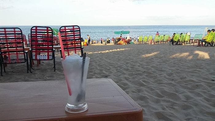 Thư giãn trên bãi biển Nhật Lệ