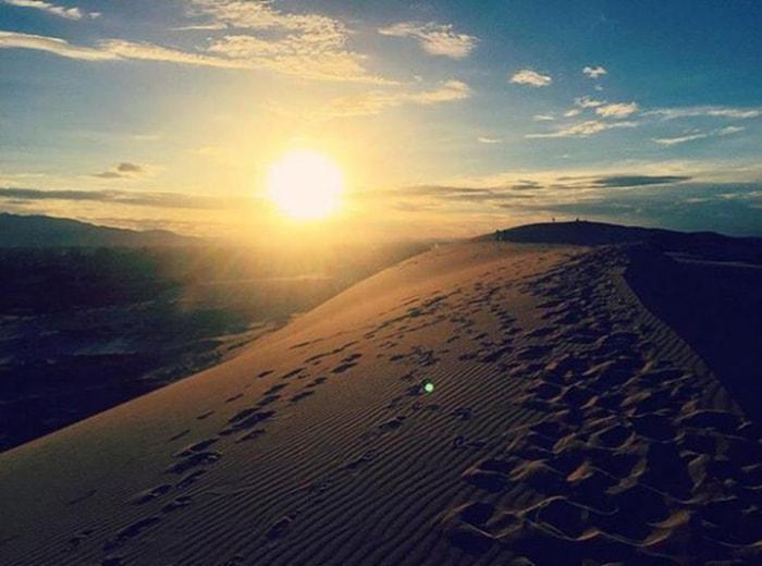 Cồn cát Quang Phú rực rỡ trong ánh nắng chiều