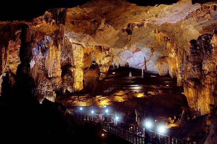 Động Tiên Sơn nằm trong quần thể hang động Phong Nha Kẻ Bàng