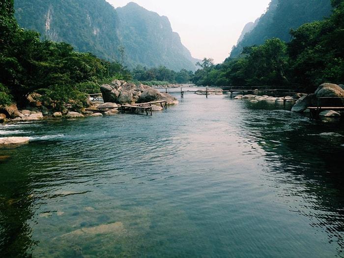 Làn nước trong xanh ở suối Moọc, Quảng Bình