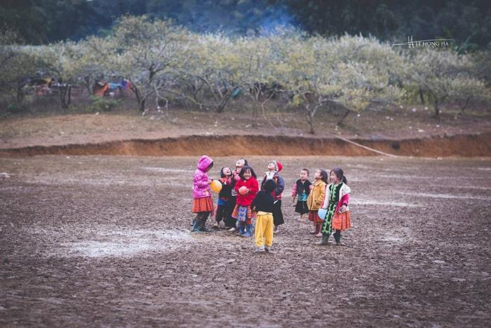Trẻ em vui chơi ở bản Phiêng Cành