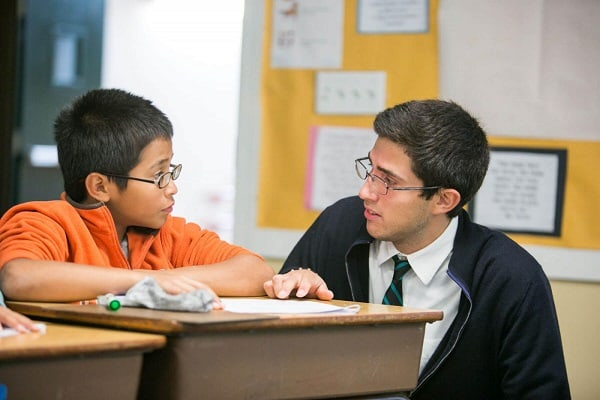 Thái độ nghiêm khắc của gia sư sẽ khiến học sinh tập trung học hơn