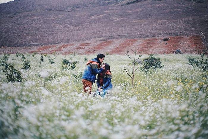 Mùa hoa tam giác mạch Mộc Châu thu hút rất nhiều bạn trẻ