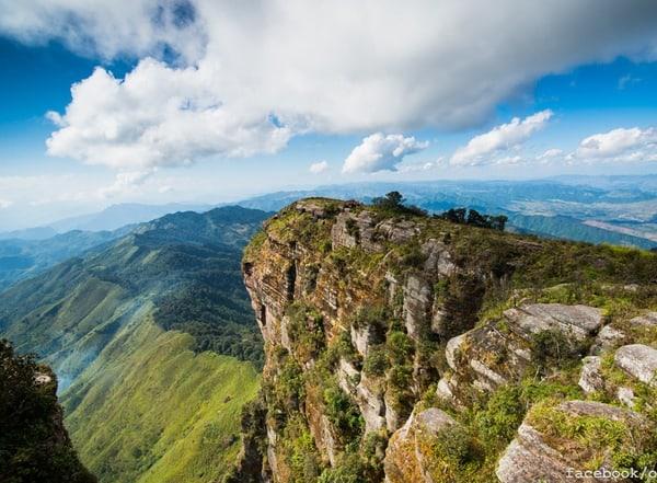 Đỉnh núi Pha Luông cao ngút tầm mây