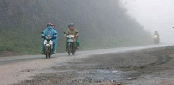 Dân phượt đi lên Mộc Châu trong ngày mưa rét