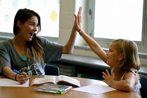 Chơi cùng học sinh sẽ khiến học sinh có thiện cảm với gia sư