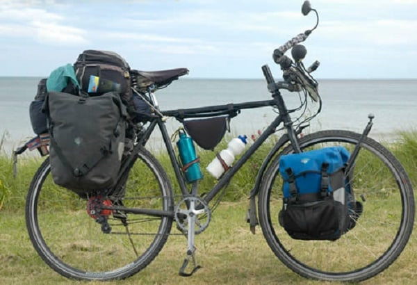 Không nên mang quá nhiều đồ khi đi phượt bằng xe đạp