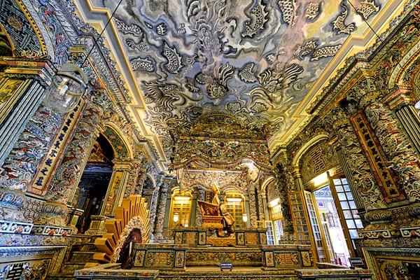 Kiến trúc bên trong lăng Khả Định