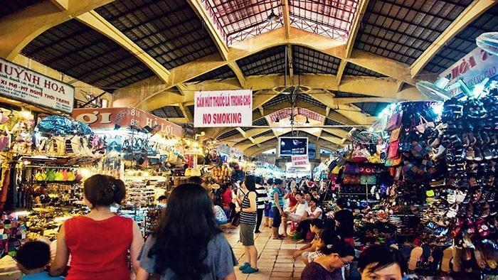 Bên trong chợ Bến Thành