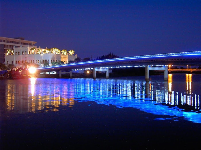Hồ Bán Nguyệt về đêm